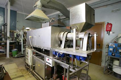 External heating rotating retort