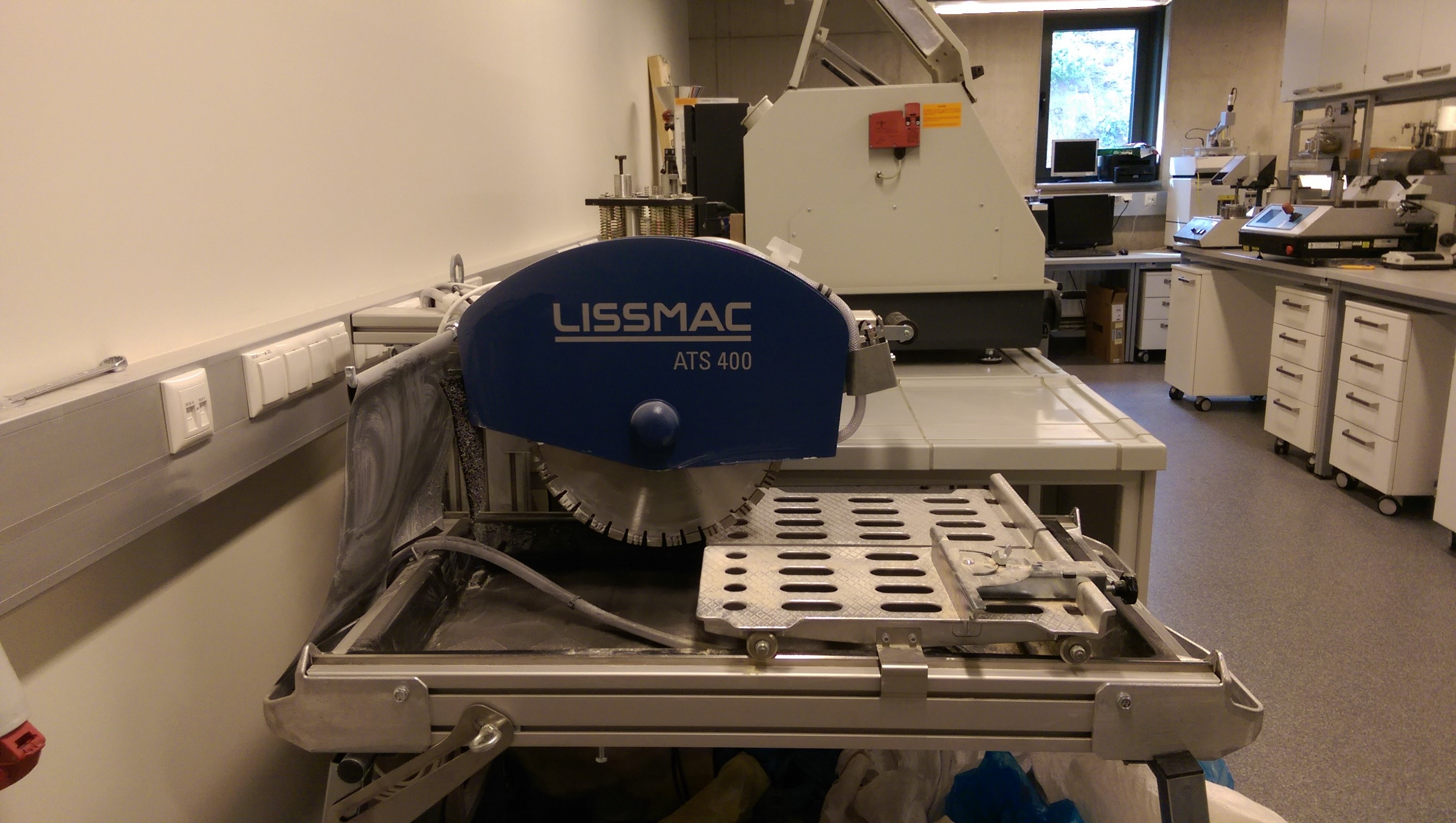 Large scale cutting table Lissmac ATS 400