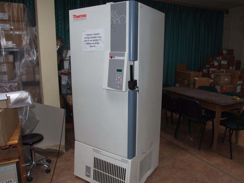 -85 ° C Deep freezer