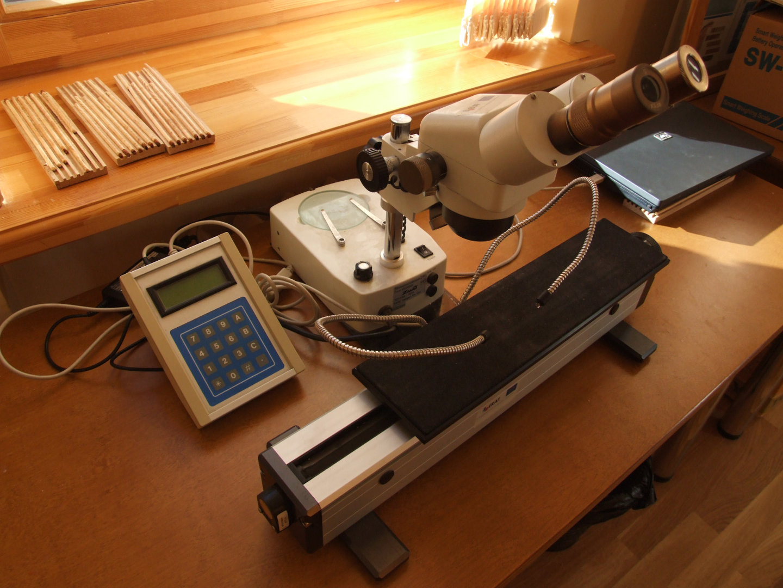 Stereomicroscope ZUZI 234; Annual tree ring width measurement gauge IML Messtisch