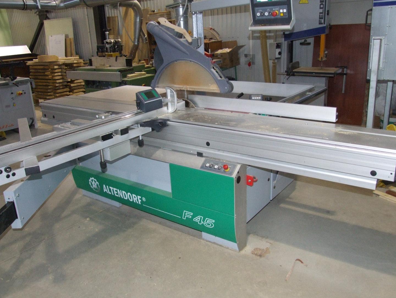 Universal sawing machine
