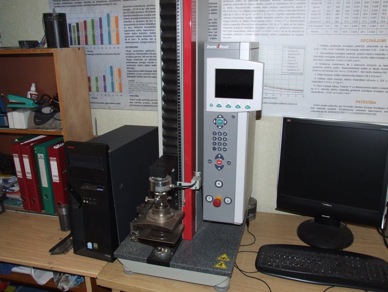 Materials testing machine