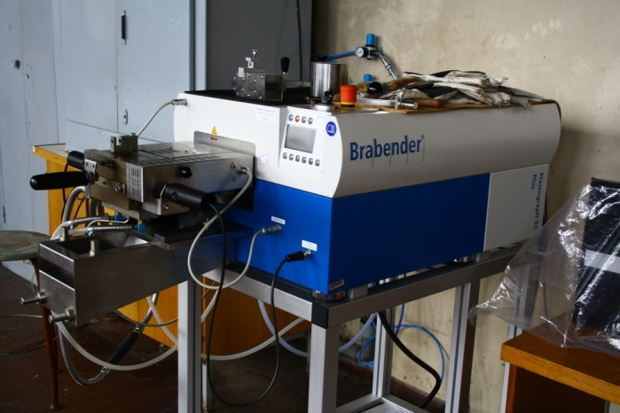 Torque rheometer with a control unit for mixing a thermoplastic matrix composites