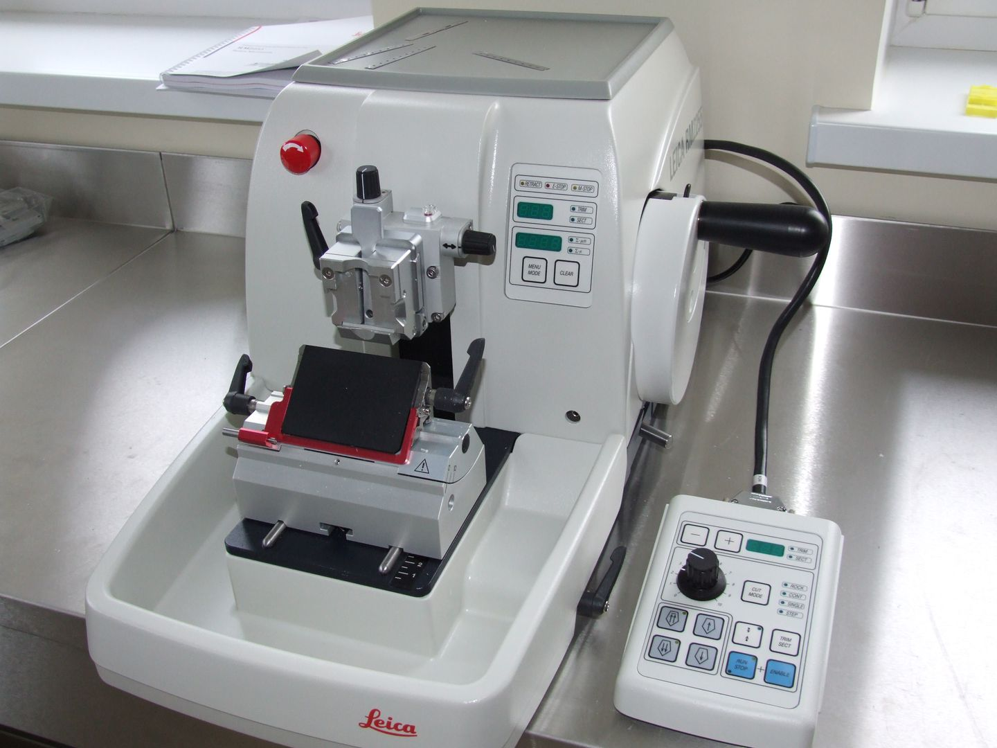 Fully Automated Rotary Microtome