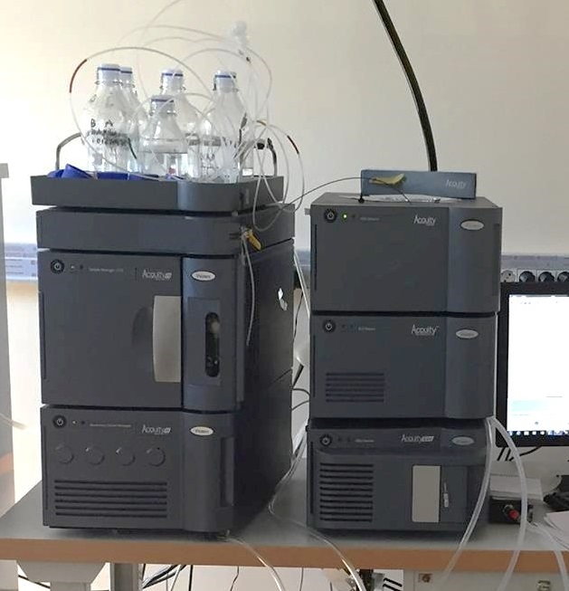 Ultra performance liquid chromatography system with a photodiode array (PDA) detector and an evaporative light scattering detector (ELSD) or a single quadrupole mass spectrometer (QDa)