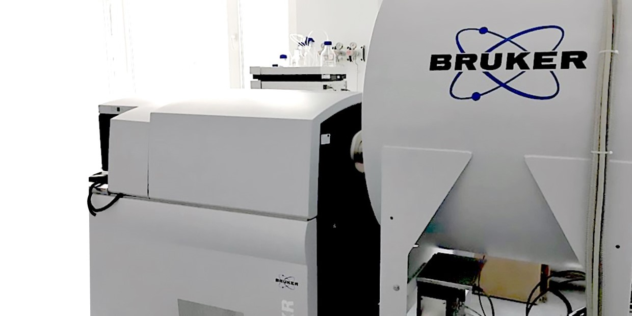 Ultra-high resolution mass-spectrometer Bruker solariX XR FT-ICR-MS