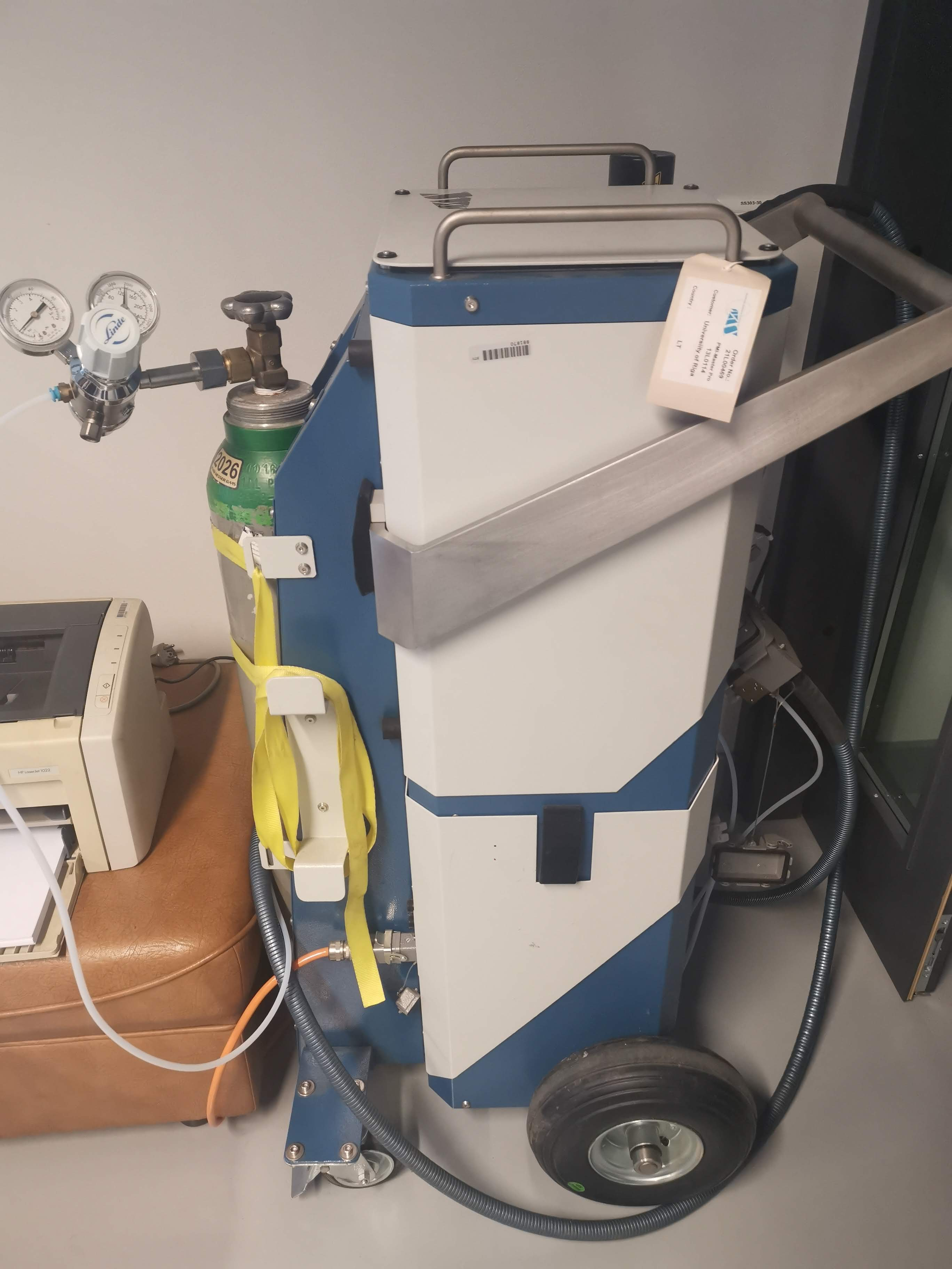 Mobile optical emission spectrometer for metal analysis  PMI MASTER PRO 13L0114